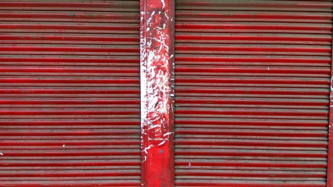 a-chuna-smeared-pillar-in-shillong