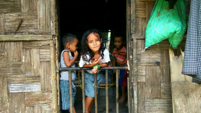 curious-khasi-children-from-the-village